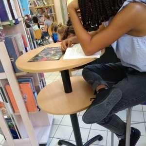 mange debout lire lecture